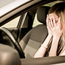 INCONŞTIENŢĂ: Adolescentă din Drăgăşani, prinsă la volan fără permis