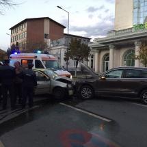 FOTO: ACCIDENT GRAV pe Calea lui Traian, în fața CEC Bank – RÂMNICU VÂLCEA