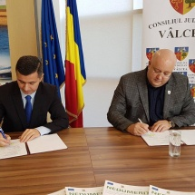 Preşedintele Rădulescu a semnat contractul: Staţie de sortare a deşeurilor la Roeşti
