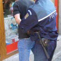 Bărbatul care a jefuit mașinile din Râmnicu Vâlcea, în ultimele 2 săptămâni, a fost arestat