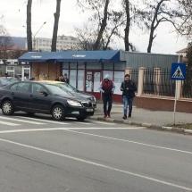 FOTO: ACCIDENT în zona DOVALI. Un taxi şi o Skoda sunt implicate