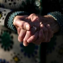 VÂLCEA. Bătrână violată în propria casă de un bărbat de 36 de ani