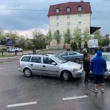 """FOTO: Accident pe bulevardul Dem Rădulescu. Un Opel și un BMW s-au """"ciocnit"""""""