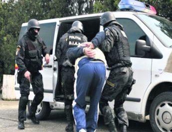 Argeșean condamnat la Vâlcea pentru infracțiuni comise în stare de recidivă