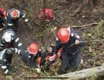 Bărbat căzut într-o râpă în Râmnicu Vâlcea. Dus la UPU în comă!