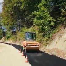 VIDEO. Au început lucrările de asfaltare pe Drumul Athosului Românesc