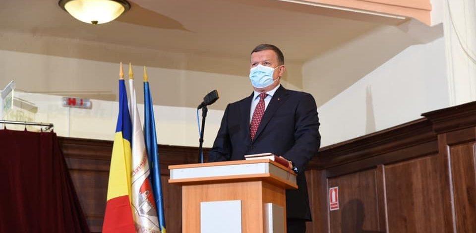 """FOTO- VIDEO. Primarul Gutău a depus jurâmântul: """"Să lăsăm politica deoparte și tot ceea ce facem să facem în folosul cetăţenilor"""""""