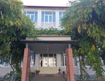 Colegiu din Drăgășani, închis după ce un profesor confirmat COVID-19 a intrat în contact cu majoritatea elevilor