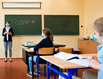 VÂLCEA. 52 de elevi și 45 de angajați în învățământ, confirmați cu COVID-19