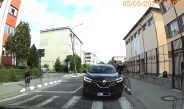 VIDEO. Cum își bate joc de regulile de circulație un șef de post din Vâlcea!?