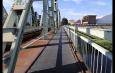Încep lucrările de reabilitare a căii pietonale a podului de cale ferată din Ostroveni. Circulație restricționată