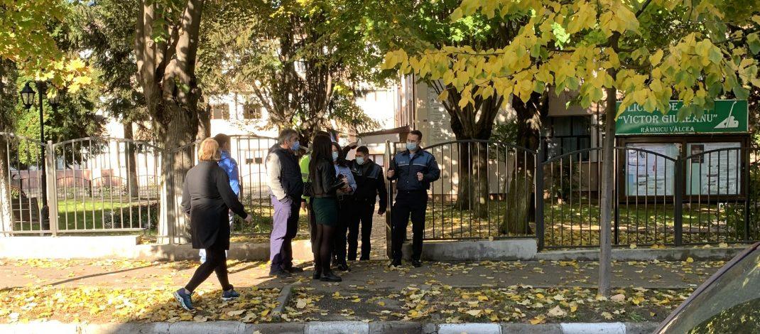 FOTO. Elevă din Râmnicu Vâlcea, hărțuită pe o străduță din apropierea liceului